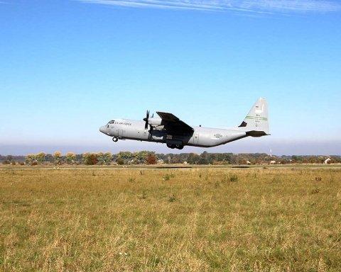 Українські військові потренувались рятувати екіпажі літаків: вражаючі фото
