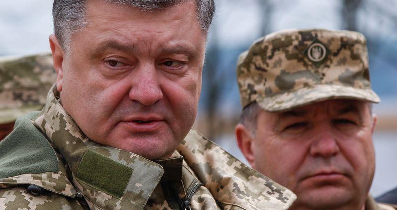 Порошенко принял громкое решение по министру обороны Полтораку