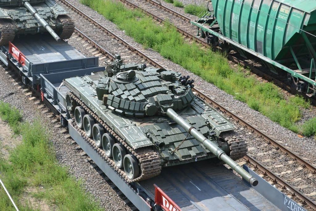 Война с Украиной: появились новые фото движения путинских танков