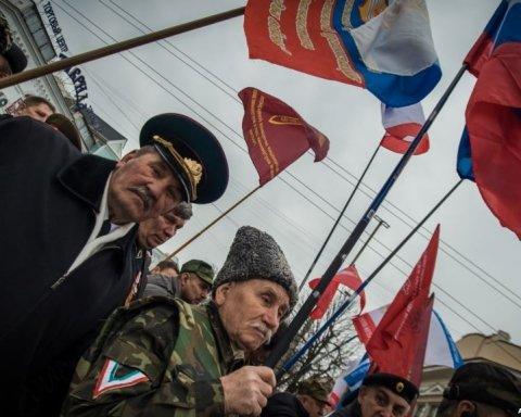 В Україні він у розшуку, а в Росії – безхатько: нагороджений Путіним кримчанин записав сміхотворне відео