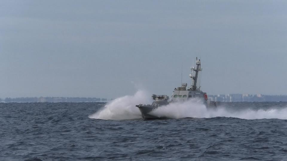 Конфлікт в Азовському морі: російські прикордонники протаранили український корабель
