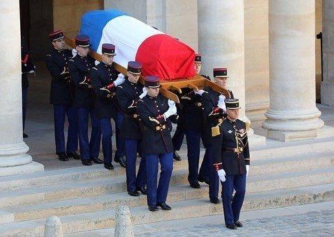 Во Франции простились с Шарлем Азнавуром: появились фото и видео
