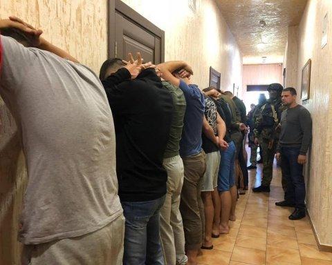 В Одесі знову неспокійно: готель «захопили» озброєні «тітушки»