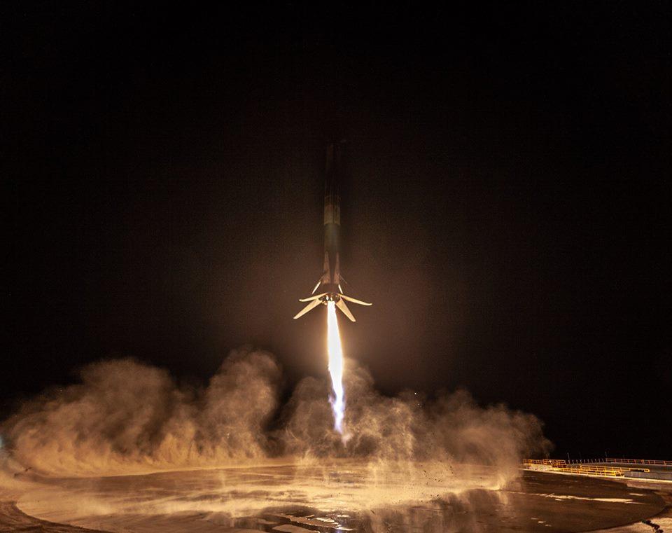 Исторический успех Илона Маска: появились яркие фото приземления ракеты Spaсe X