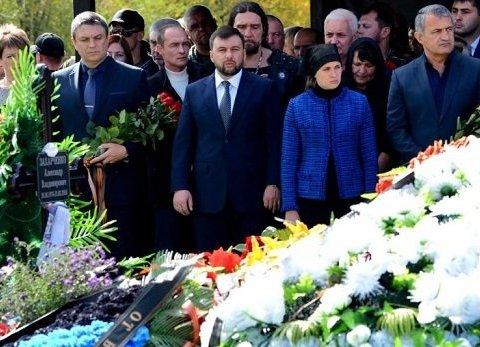 На поминках Захарченка в Донецьку помітили цікавих гостей: фото і відео