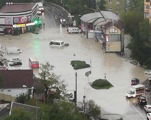 В России произошел масштабный потоп: сеть поразили видео