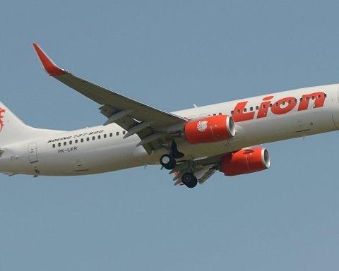 В Индонезии разбился самолет с 200 пассажирами на борту: подробности катастрофы, фото, видео