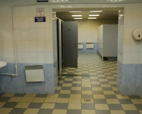 Кияни ходили до громадського туалету повз труп: моторошні фото