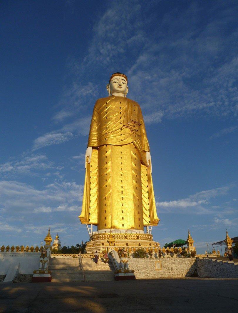 самая большая скульптура в мире фото обычных людей