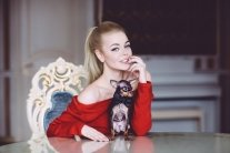 Українська співачка, яка втекла в Росію, показала груди в Instagram