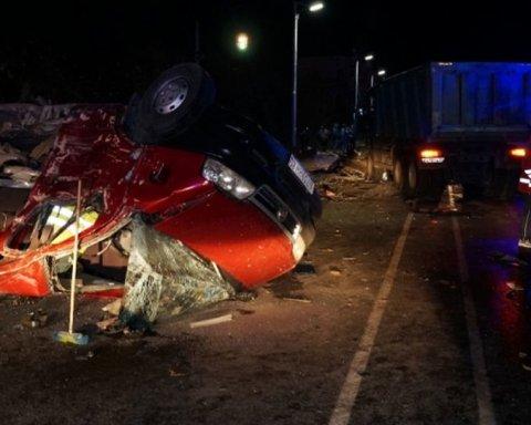 Моторошна аварія в Чувашії, чоловік який вижив, розповів подробиці: маршрутка летіла і переверталася