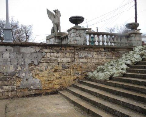 Зелене місто перетворили на смітник: у мережі показали жахаючі фото з Криму