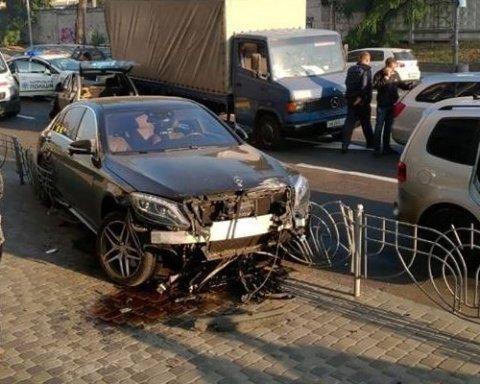 Масштабное ДТП в центре Киева: водитель разбил пять автомобилей и парализовал движение