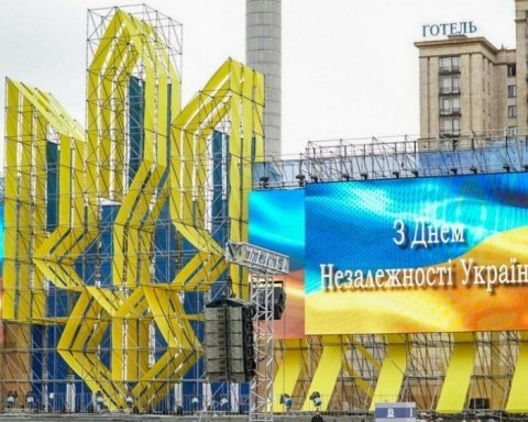 Після привітання «Слава Україні» депутати задумали перенести День Незалежності