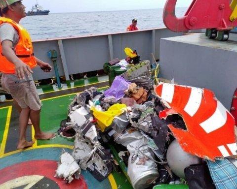 Радары зафиксировали крушение лайнера у берегов Индонезии: видео, которое доводит до слез
