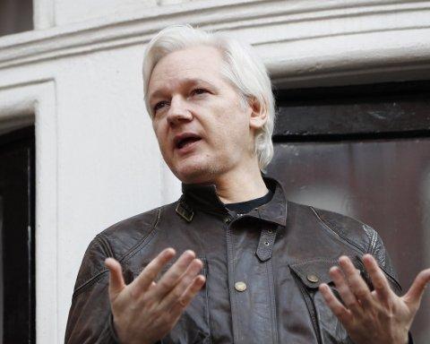 У США пред'явили звинувачення Ассанжу: важливу інформацію розсекретили помилково