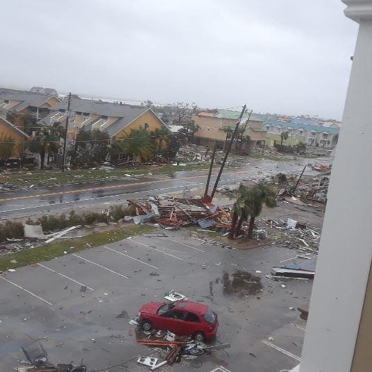 Ураган «Майкл» почав вбивати: кадри погодної катастрофи в США, вітер зносить все