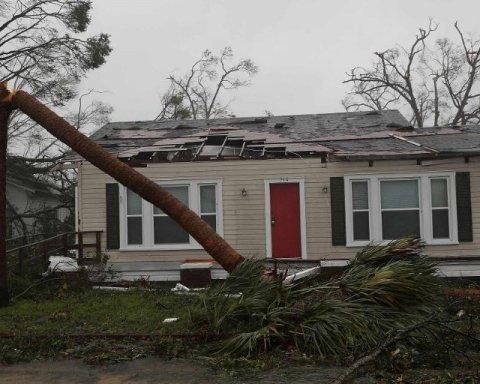Ураган «Майкл» начал убивать: кадры погодной катастрофы в США, ветер сносит все