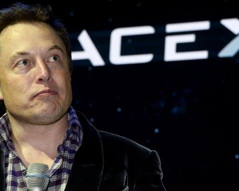 Історичний успіх Ілона Маска: з'явилися яскраві фото приземлення ракети Spaсe X