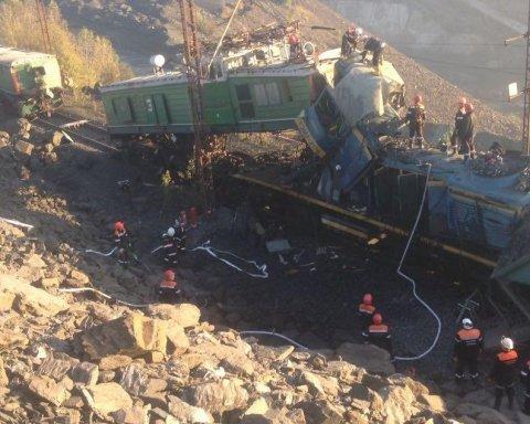 В Кривом Роге столкнулись локомотивы, есть погибшие: первые подробности