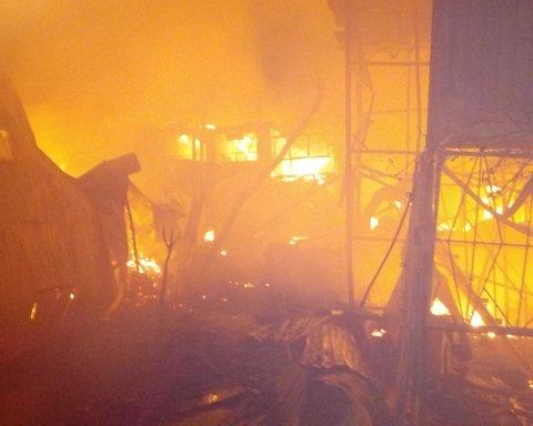 Нет подъездов, гидрантов и взрывы газа: как тушили масштабный пожар причала в Одессе