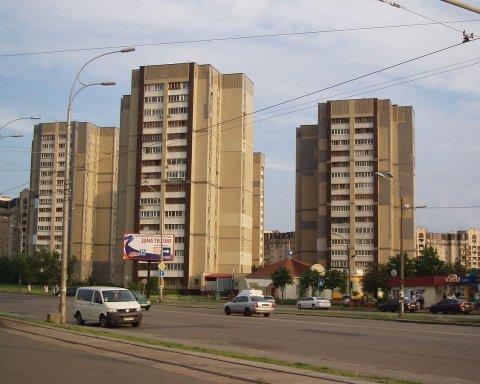 Грязьові ванни: мережу розсмішило фото гігантської діри у Києві