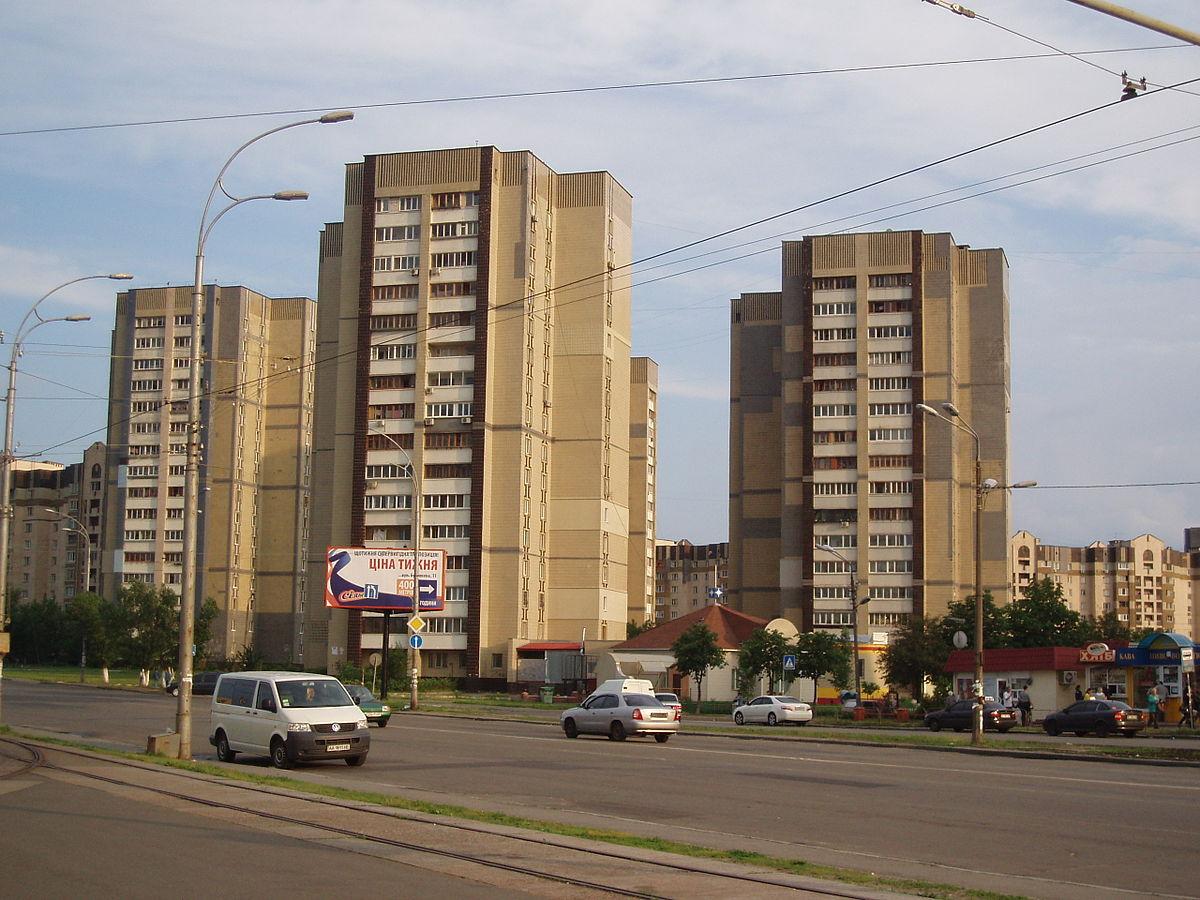 Грязевые ванны: сеть рассмешило фото гигантской дыры в Киеве