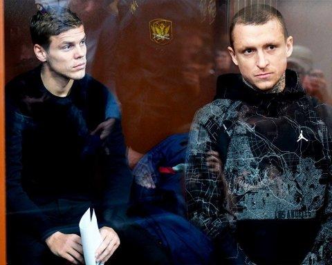 В России устроили похороны скандальным футболистам