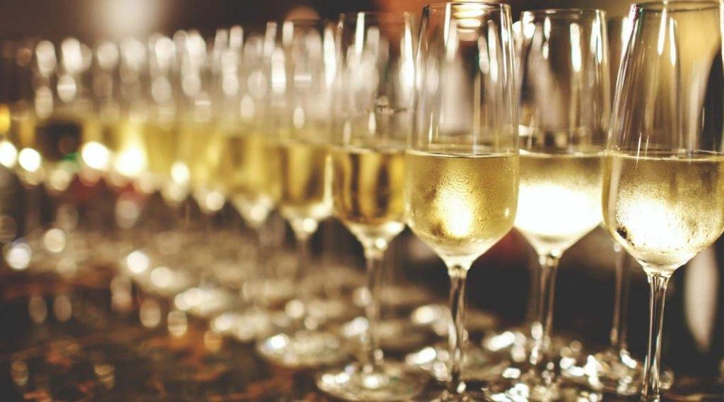 Украинцам снова запретили покупать алкоголь ночью: детали скандального решения