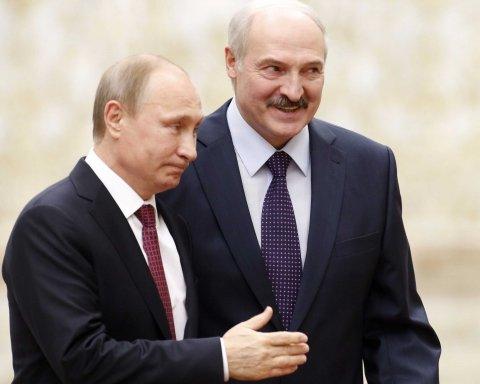 Карлик і велетень: в мережі висміяли нове фото Путіна