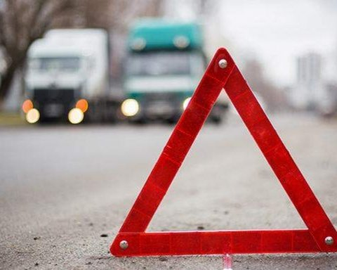 В Киеве произошла серьезная авария с участием четырех машин: первые фото с места ДТП
