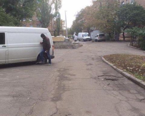 Машины киевлян массово атаковали неизвестные: что случилось