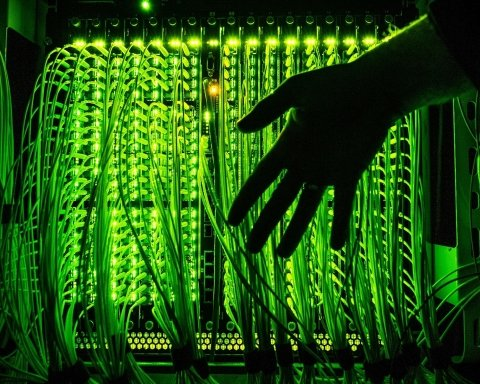 Хакеры ГРУ России устроили «охоту» на объекты украинской инфраструктуры