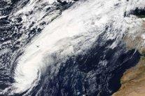 """На Європу обрушився потужний ураган-""""зомбі"""": з'явилися відео"""