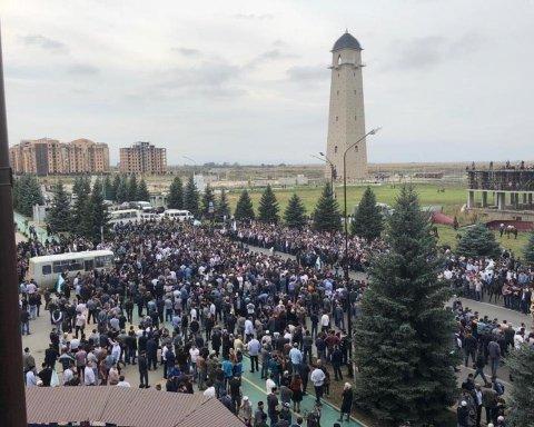 Путінські силовики відкрили стрілянину під час мітингу в Росії: відео