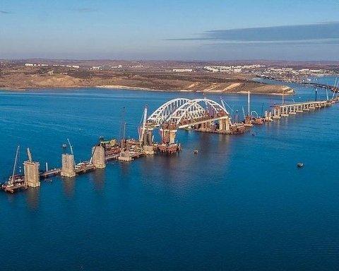 Мост Путина в Крыму начал крошиться: в Украине рассказали, что происходит