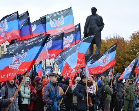 """Бойовики """"ДНР"""" зганяють людей на свої """"свята"""": з'явився доказ"""