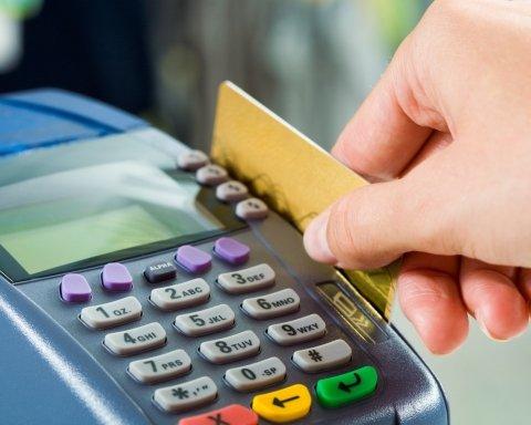 Картки ПриватБанку тимчасово перестануть працювати: що треба знати