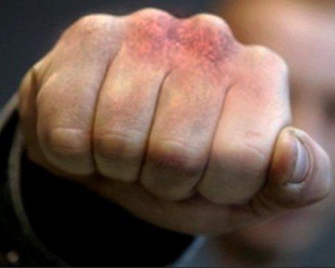 В Харькове полицейские жестоко избивали людей ради денег: все попало на видео