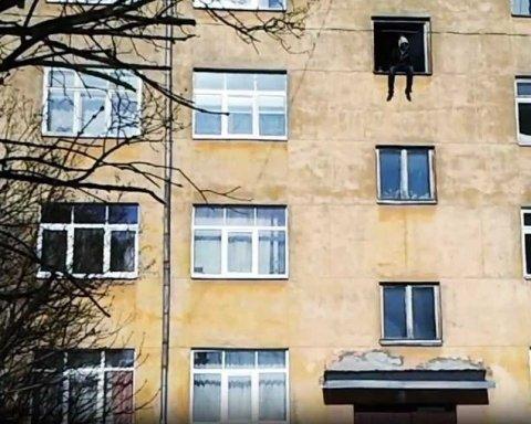 В Керчи новая трагедия: парень убитой студентки прыгнул из окна