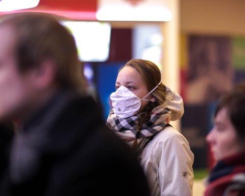 Бар'єр від грипу: чи допомагають медичні маски врятуватися від хвороби