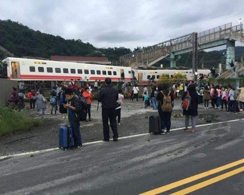 Катастрофа поїзда в Тайвані: з'явилося страшне відео з місця подій