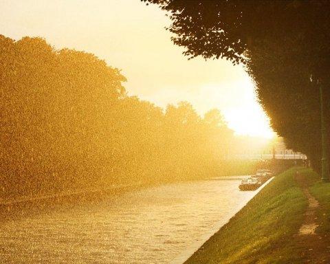 Справжня осінь: синоптики дали свіжий прогноз погоди для України