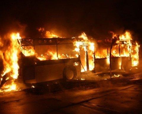 На Львівщині загорівся другий за добу автобус із людьми: з'явилися фото