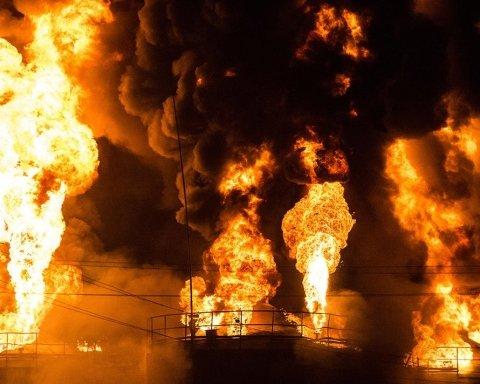 В России пылает нефтебаза: есть пострадавшие, первое видео с места ЧП