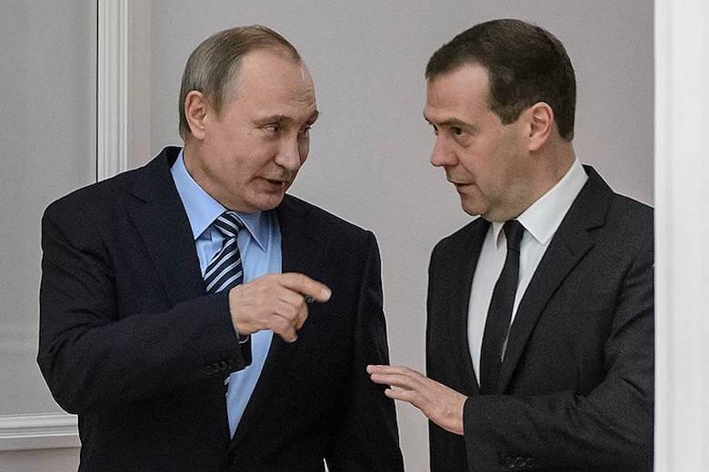 Путін та Медведєв пообідали із колгоспниками: у мережі сміються з відео