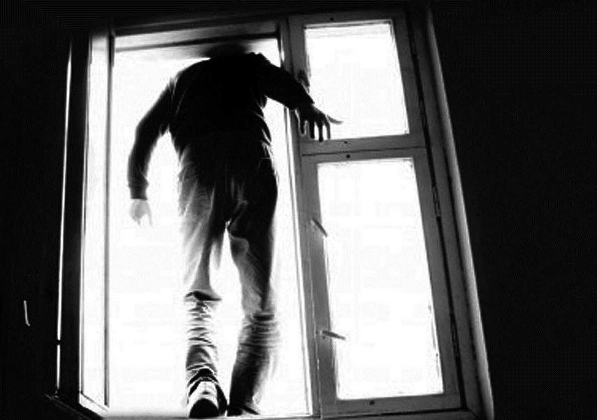 В Киеве юноша покончил с собой после опоздания на самолет: детали ЧП