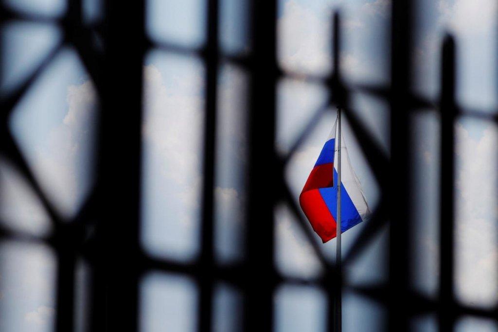 Санкции ЕС и США в России назвали вмешательством в дела страны