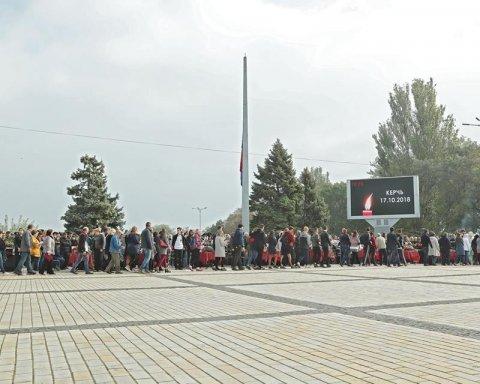 """Дітей """"вбила Росія"""": нові фото і відео прощання з жертвами бійні в Керчі"""