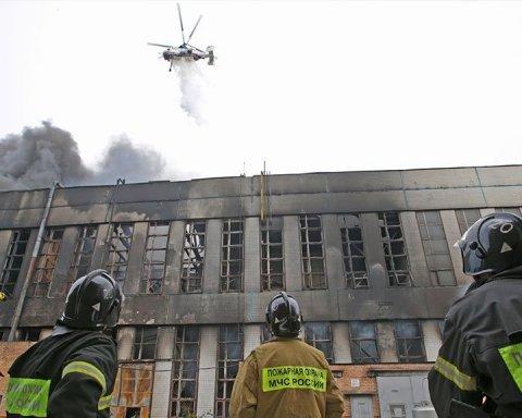 Все в диму: у Москві сталася потужна пожежа на заводі – фото